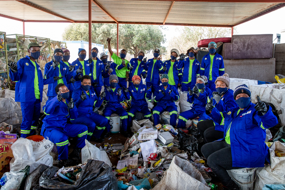 Waste%20workers%20in%20PPE%20at%20Vaalpark - SA's 'vulnerable' waste reclaimers get Personal Protective Equipment